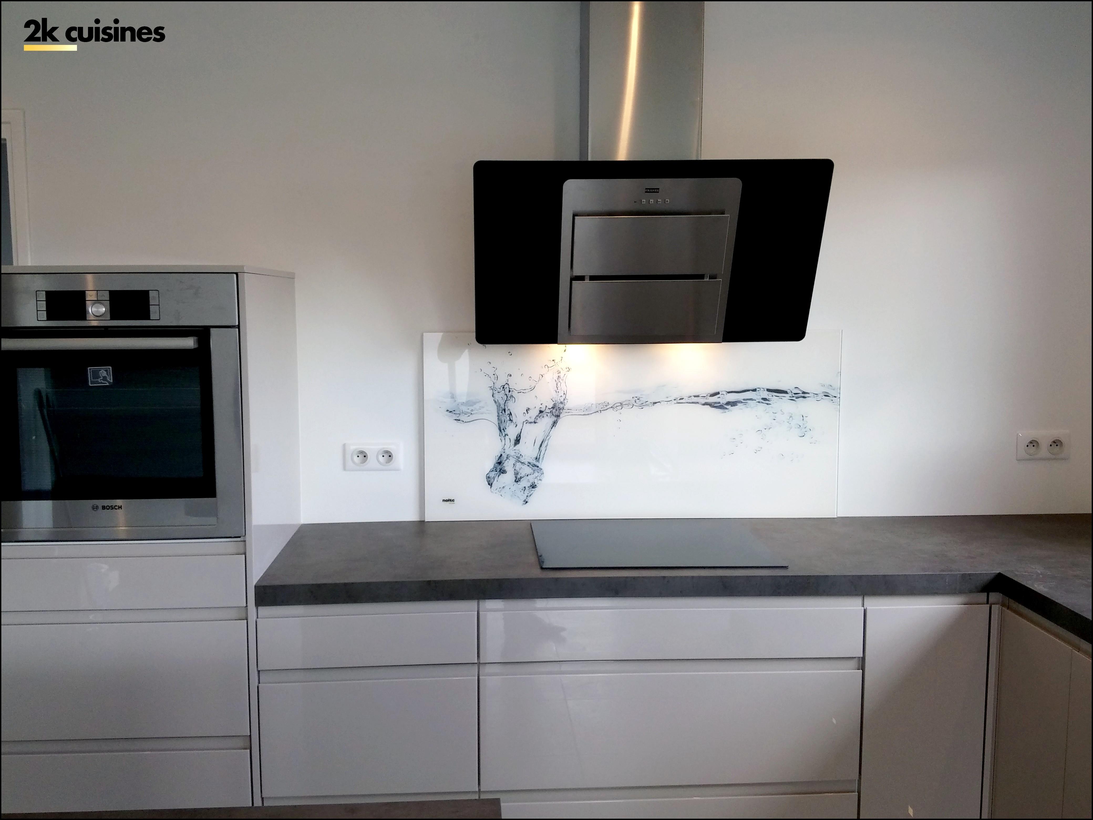 cr dence cuisine verre 2k cuisines. Black Bedroom Furniture Sets. Home Design Ideas