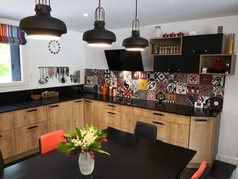 Cuisine bois style atelier avec verrière