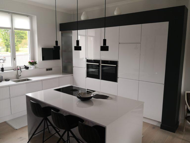 L'élégance d'une cuisine blanche et noire